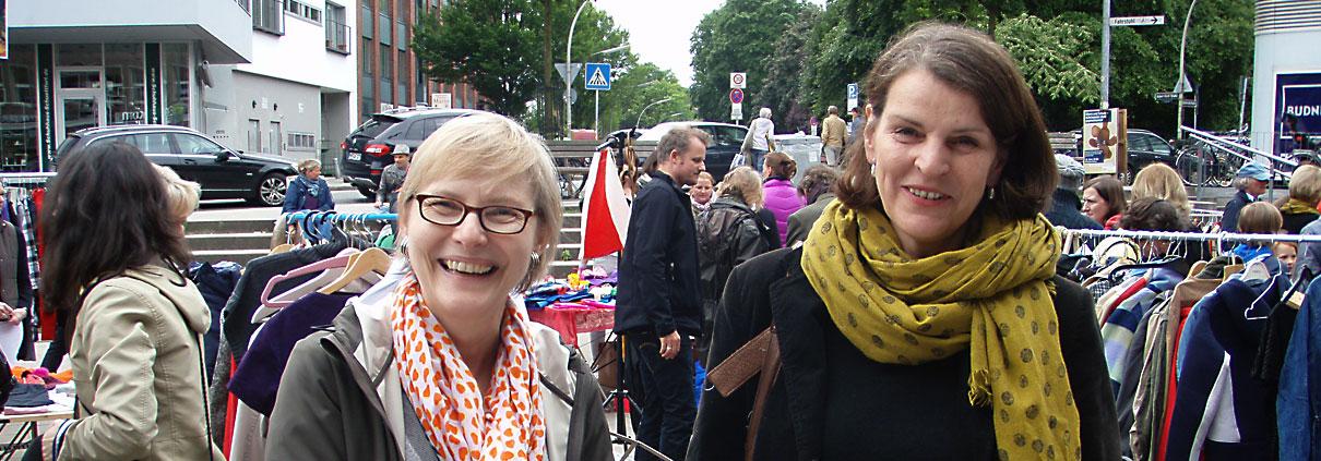Freundliche Menschen auf dem Flohmarkt Marie-Jonas-Platz