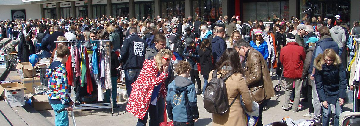 Buntes Treiben auf dem Flohmarkt Marie-Jonas-Platz